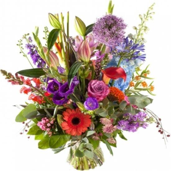 Летний букет с роскошными цветами